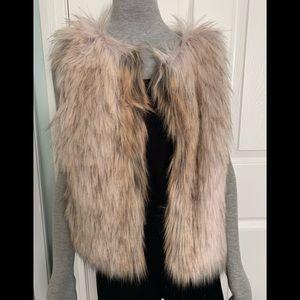 NWT BB Dakota faux fur vest sz S
